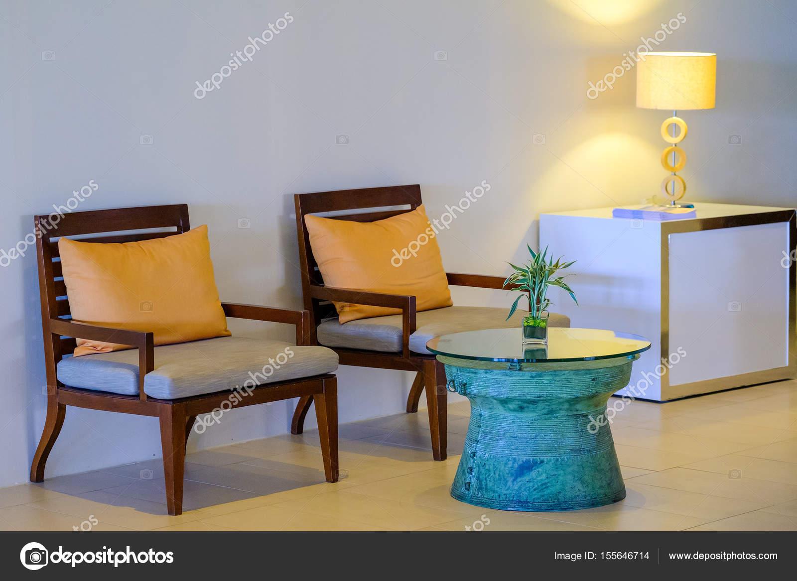 Tavolo e sedie tavolo & interno camera da letto dell\'hotel — Foto ...