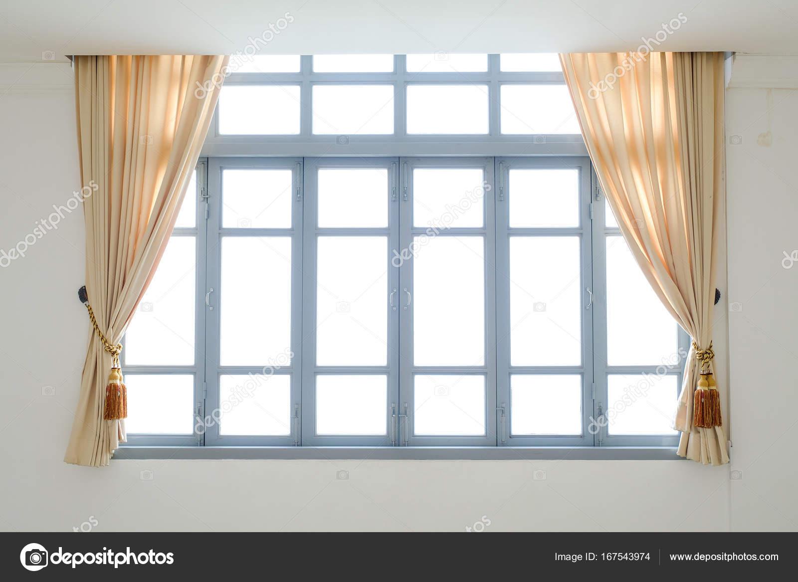 beige gordijnen in een klassieke stijl interieur foto van subinpumsom
