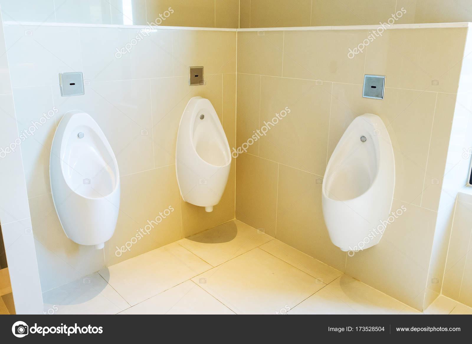 orinatoi in bagno pubblico — Foto Stock © subinpumsom #173528504
