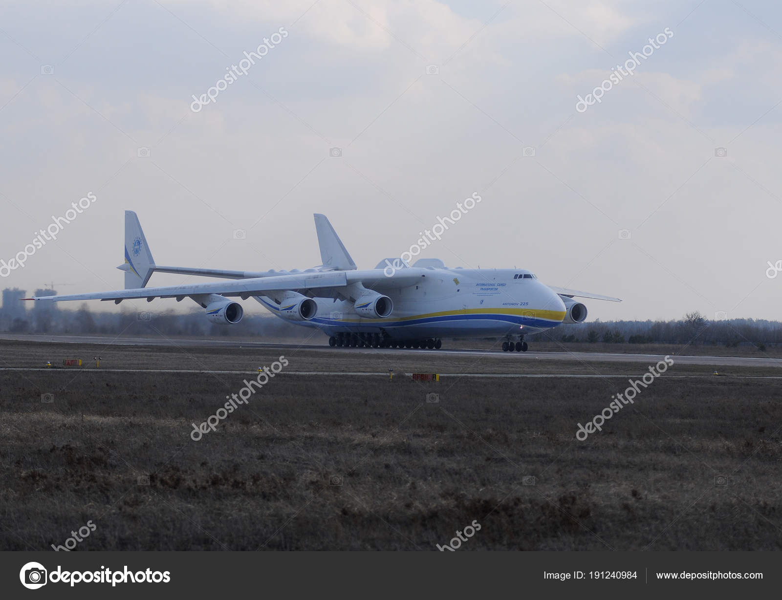 Transportflugzeuge 225 Mriya Fliegt Nach Leipzig Vom Flughafen