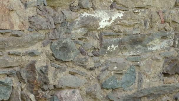 stará kamenná zeď s nepravidelným vzorkem