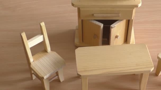 miniaturm bel holzspielzeug f r kinder h lzerne puppenm bel tisch st hle und buffet. Black Bedroom Furniture Sets. Home Design Ideas