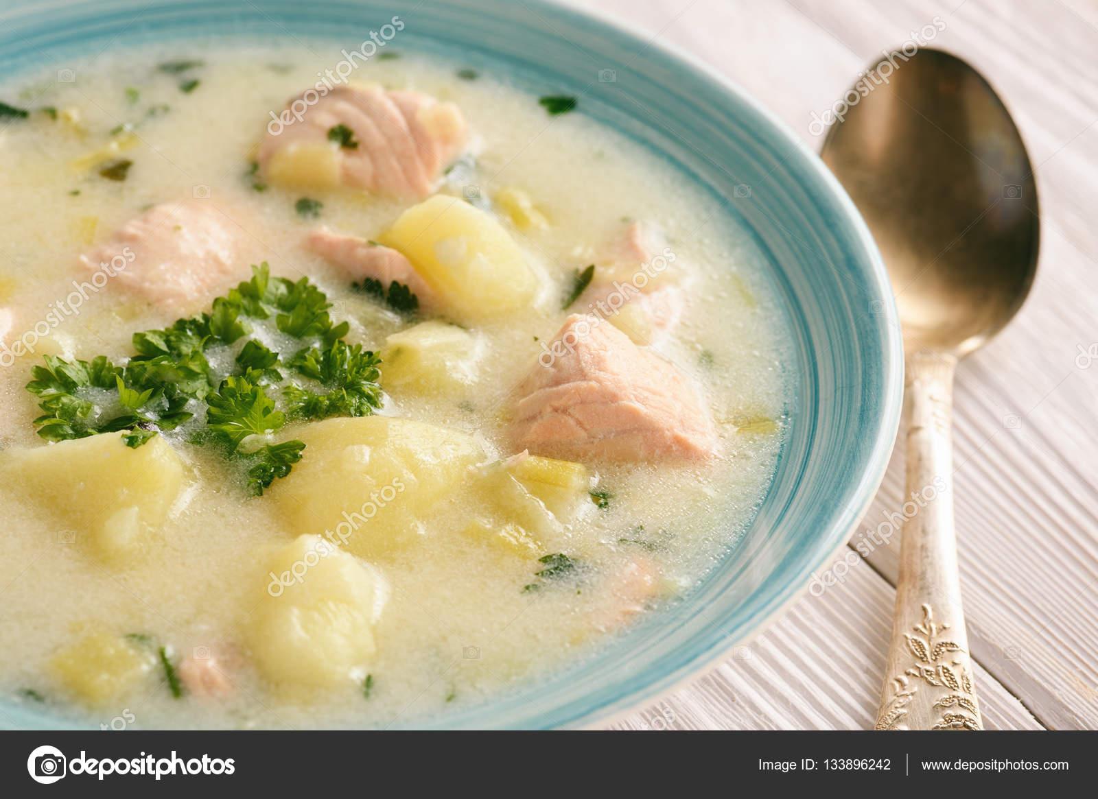 Картофельный суп с лососем