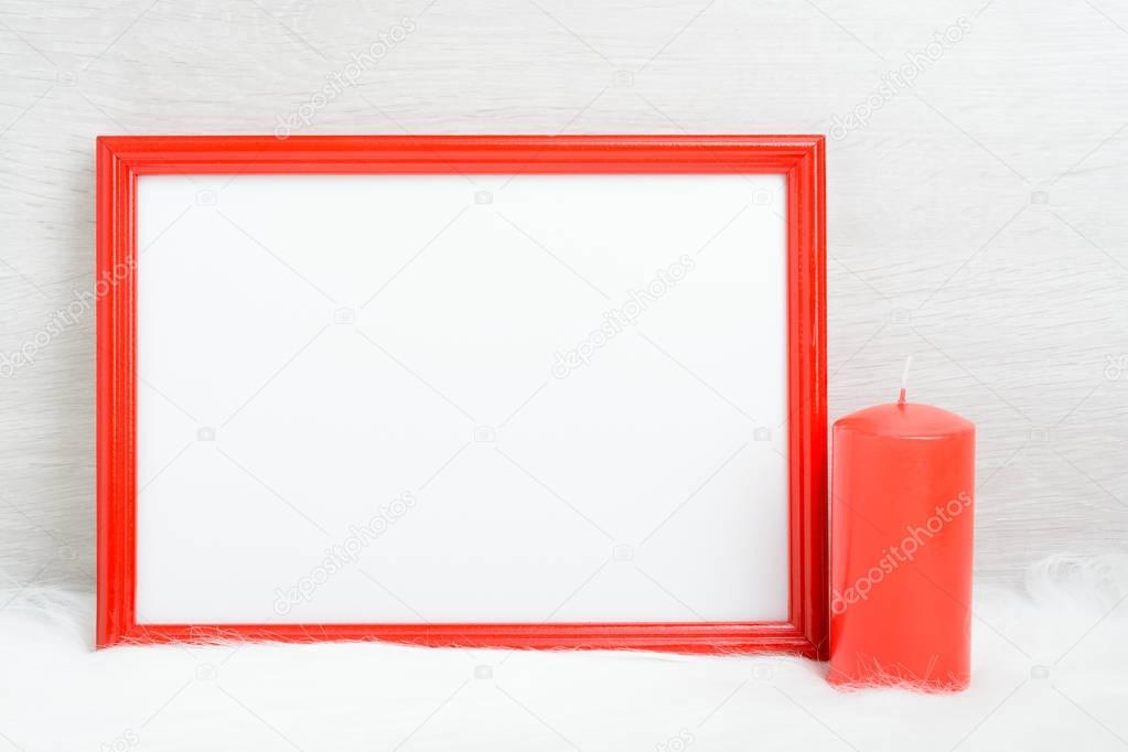 Roter Rahmen und Kerze — Stockfoto © RamiF #128909610