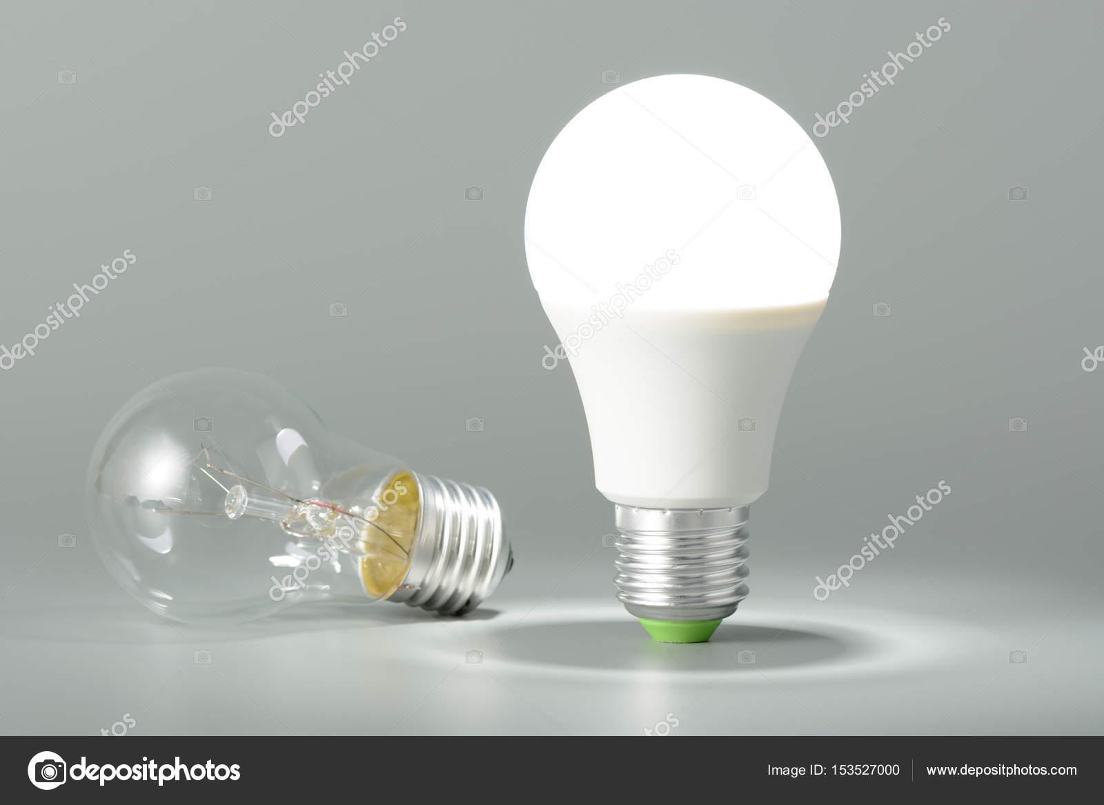Lampada e lampadina a incandescenza con led a luce u foto stock