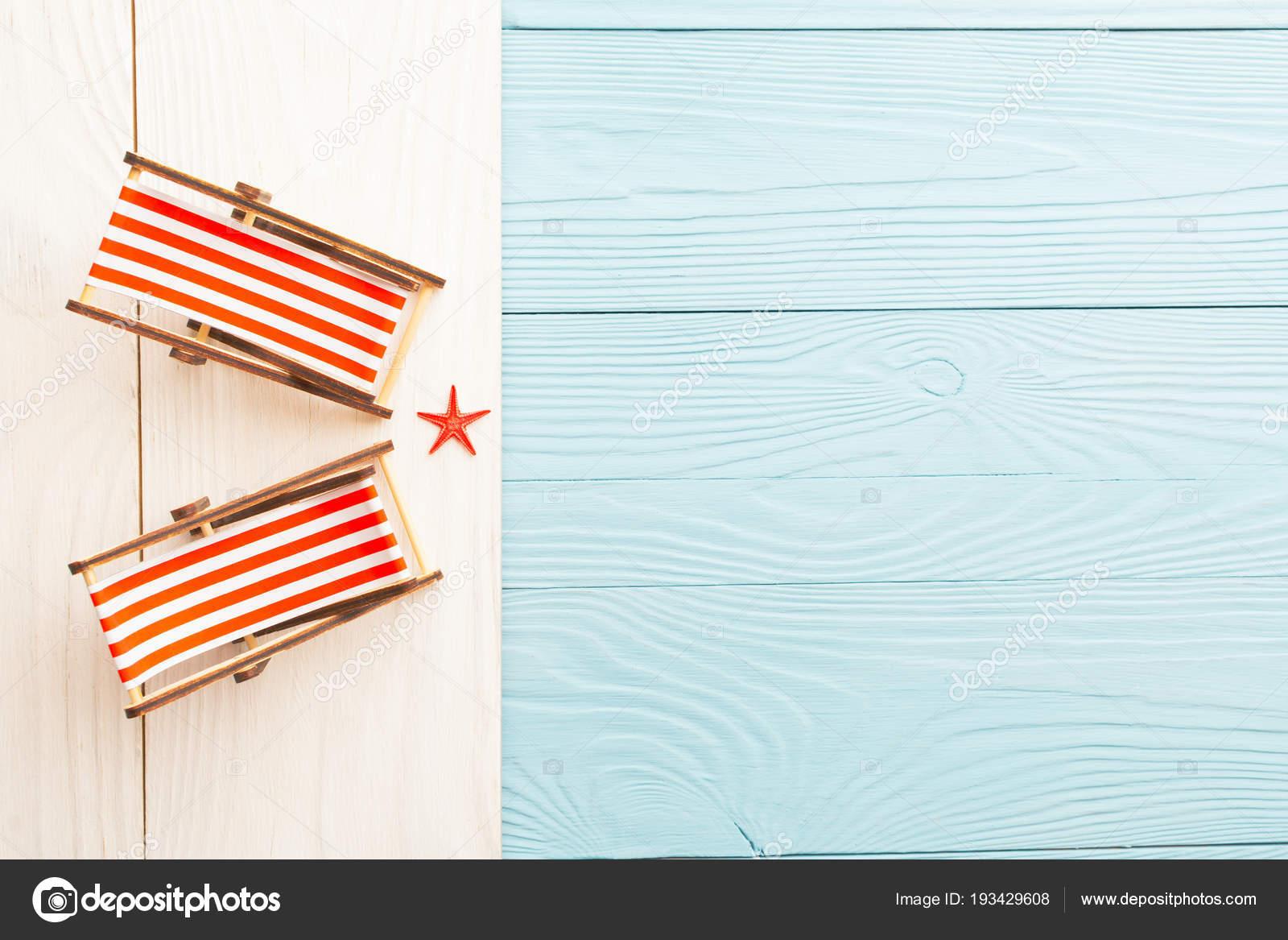 Sedie A Sdraio In Miniatura.Miniatura Di Spiaggia Di Sfondi Colorati In Legno E Sedie A Sdraio
