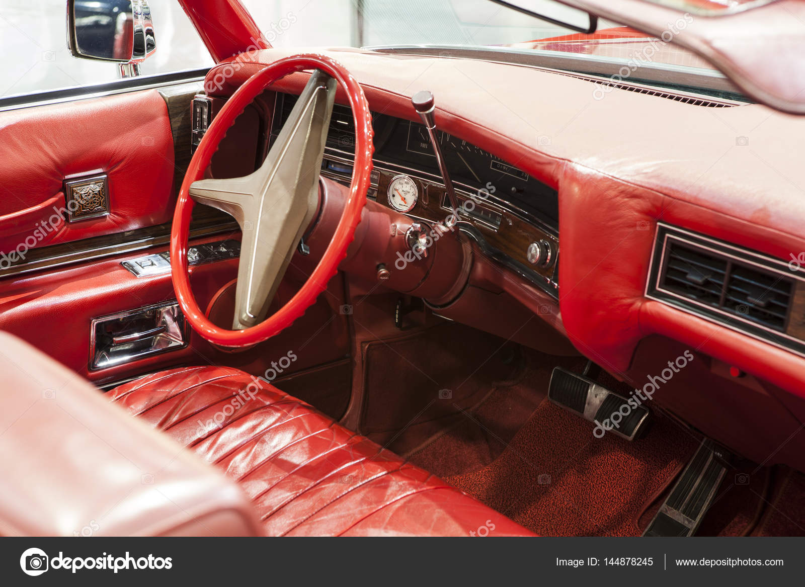 int rieur d une voiture am ricaine ancienne et classique photo ditoriale radoslaw. Black Bedroom Furniture Sets. Home Design Ideas