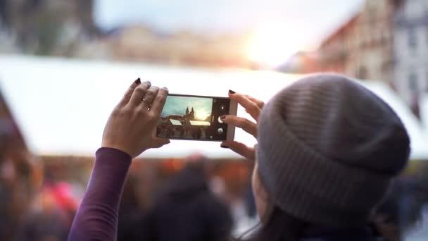 Turistické pořizování fotografie západu slunce v Praze Panorama zobrazení
