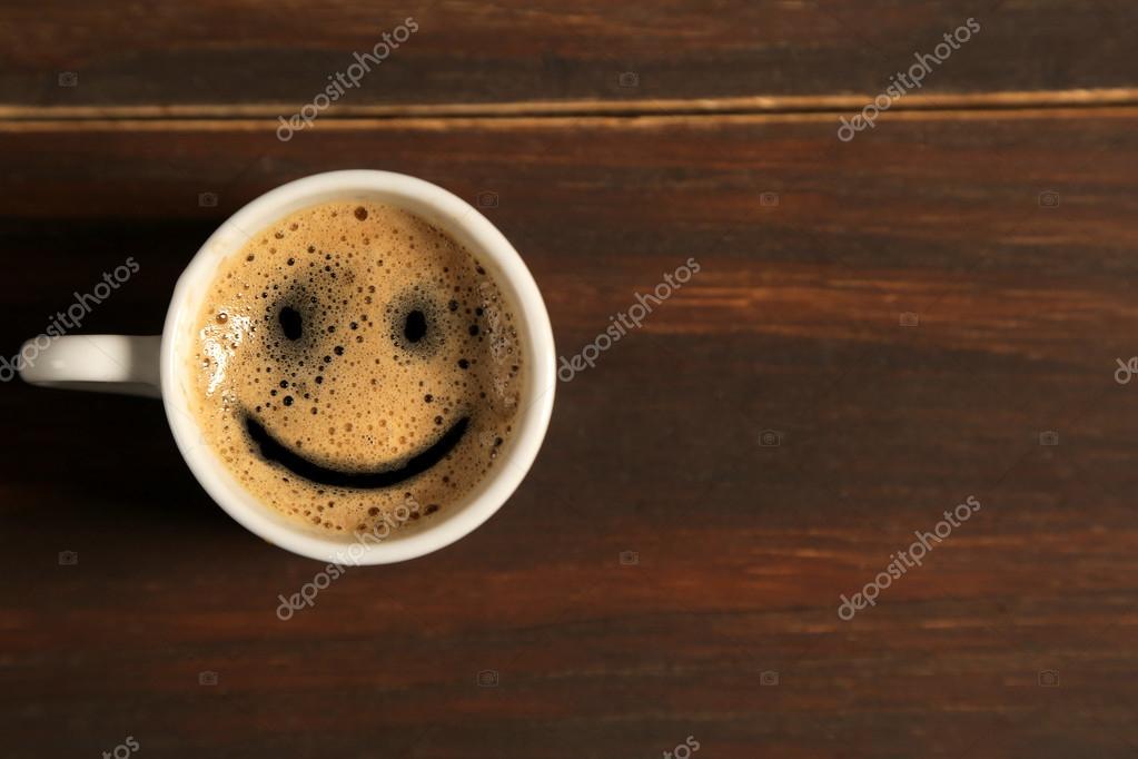Tasse Café Sourire Bonjour Sur Fond En Bois Photographie