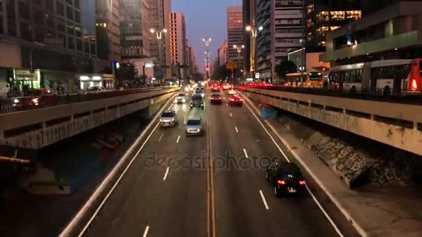 Časová prodleva od avenida Paulista avenue, Sao Paulo, Brazílie. Rush hour v srpnu, 2017.