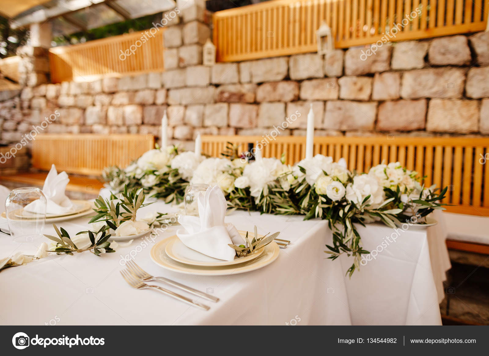 Bloem tafeldecoratie bruiloft stockfoto shevtsovy for Tafeldecoratie bruiloft