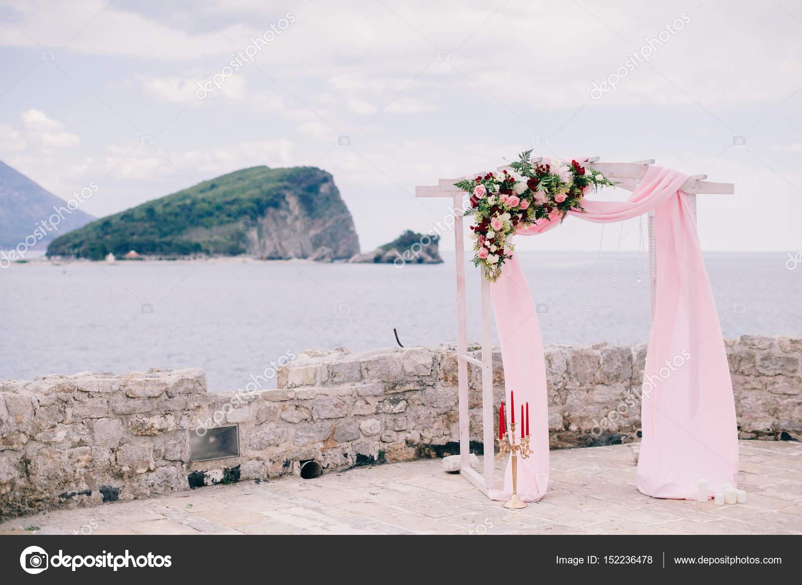 arc de mariage destination avec d coration photographie shevtsovy 152236478. Black Bedroom Furniture Sets. Home Design Ideas