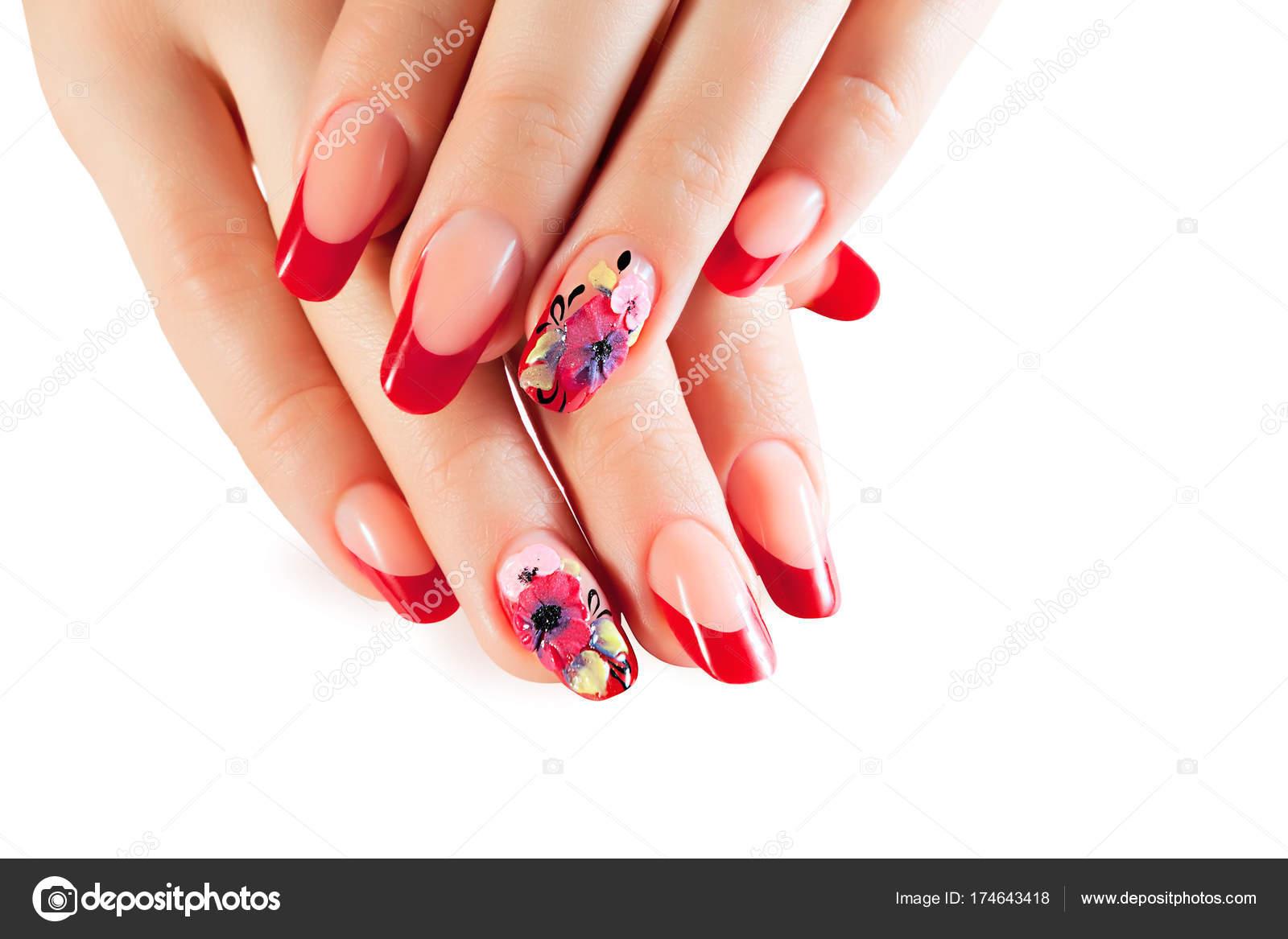 Weibliche Hände mit roten Nägeln und Blumen-Kunst-design — Stockfoto ...