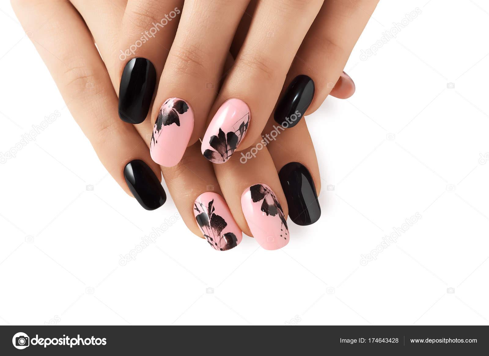 Modello floreale astratto su unghie rosa nero \u2014 Foto di