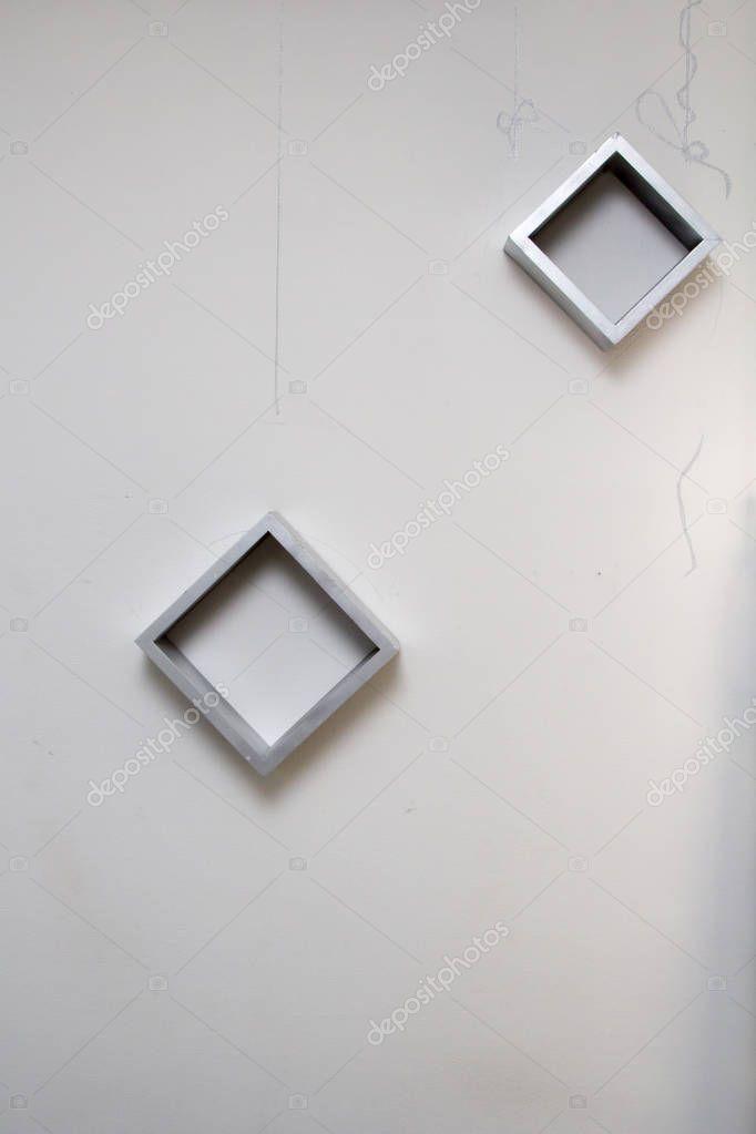 leere quadratische Rahmen auf der weißen Wand — Stockfoto © LaKirr ...