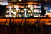 Photo Blur vision perspective view of a drunk person in pub