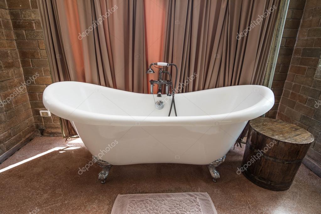 Vasca Da Bagno Retro : Design vintage della vasca da bagno u2014 foto stock © myfishiiz #125885786
