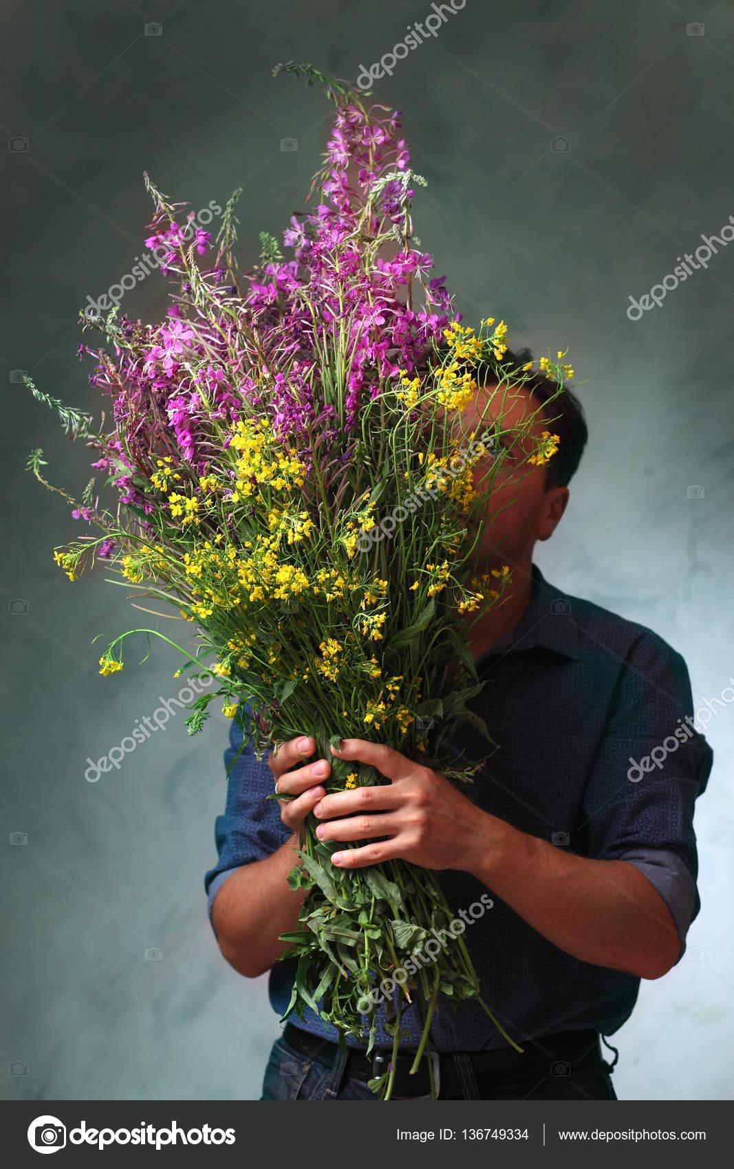 Маленькие букеты полевых цветов купить букеты-жезлы каланхоэ букеты