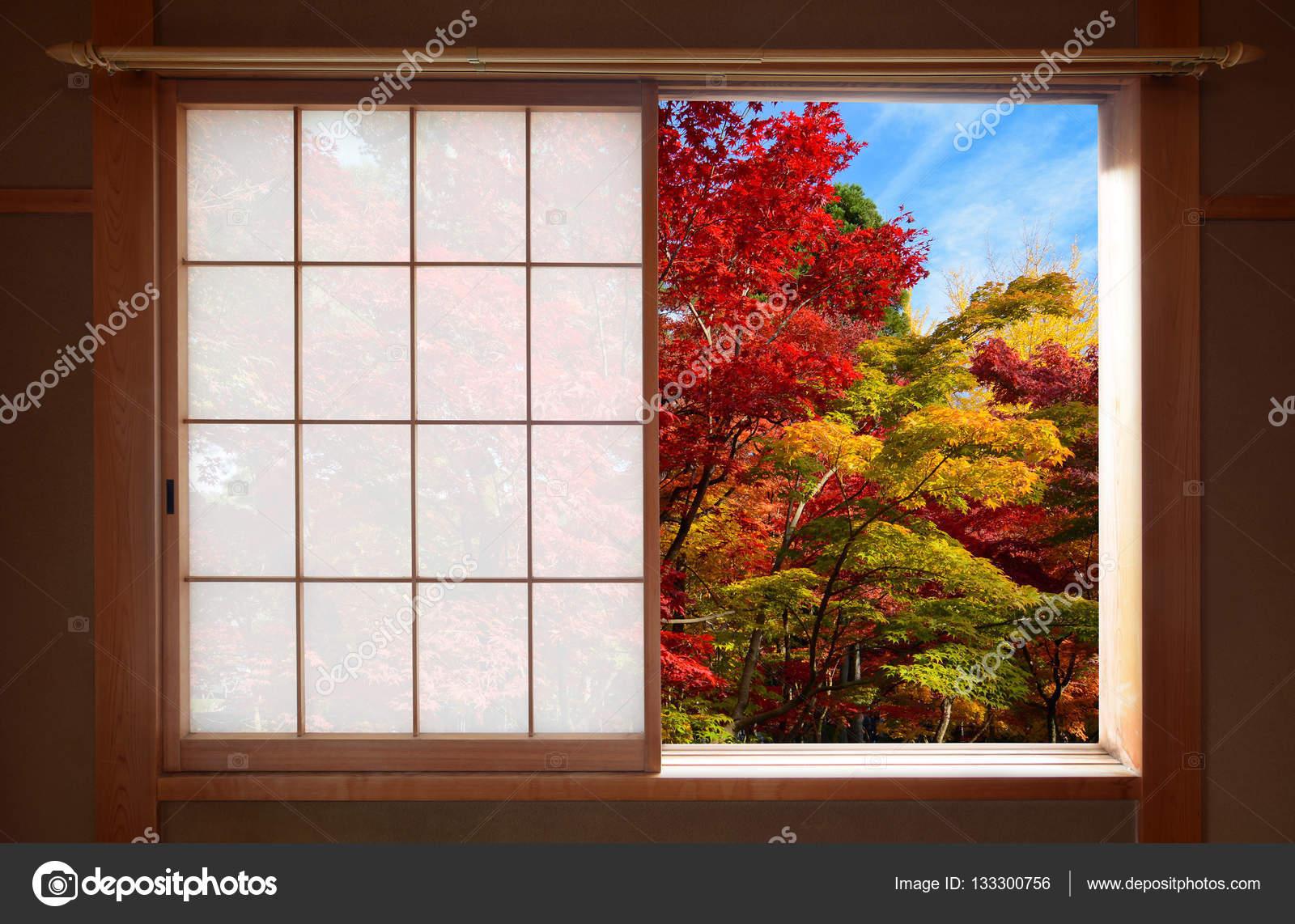 for t de couleurs d automne vu par une fen tre coulissante