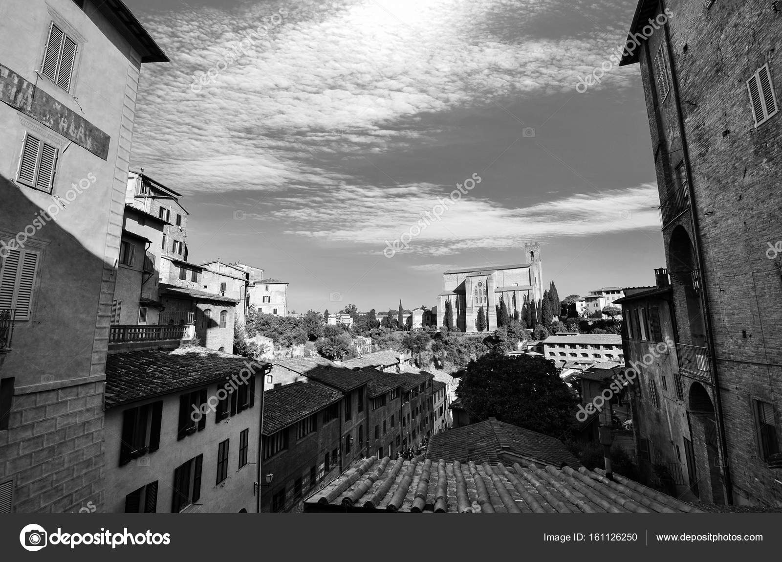Schwarz / weiß urban Vista der traditionellen Häuser in Siena ...