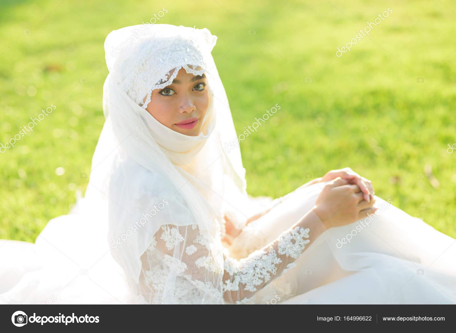 muslimské nevěstydatování divas jeho narozeniny