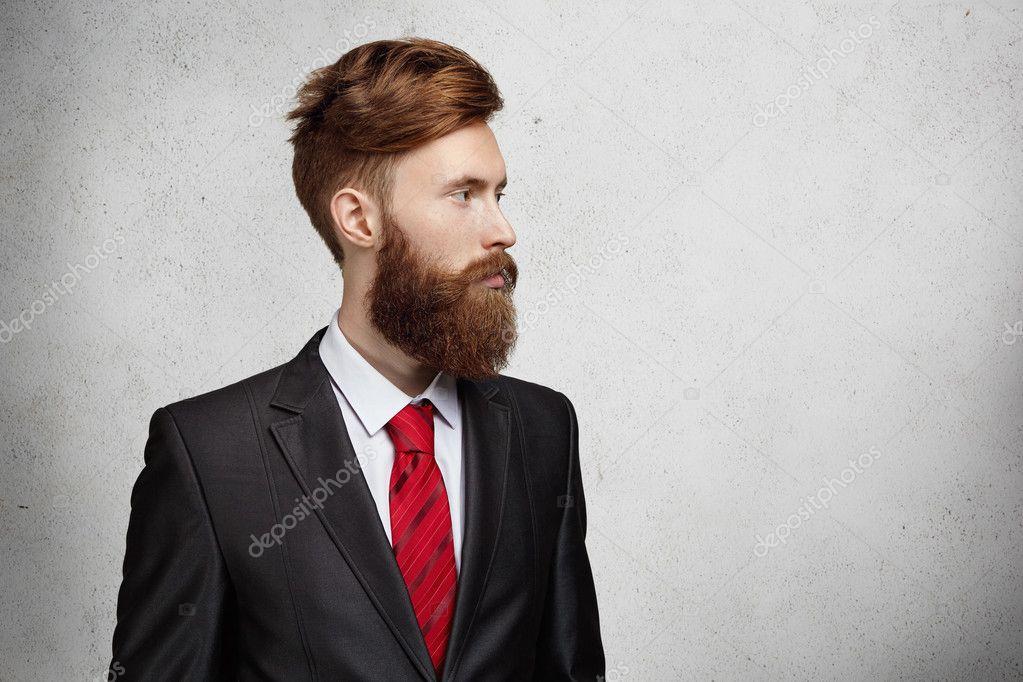 Vestito Elegante Ufficio : Tronco del giovane operaio di ufficio caucasico bello o libero