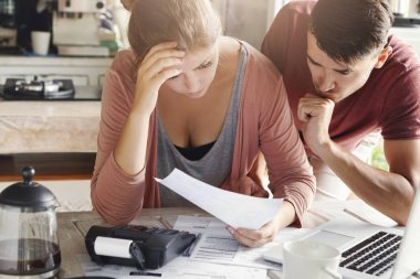 couple calculating their domestic budget