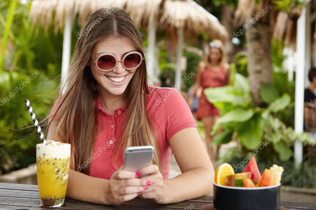 girl messaging on her cell phone