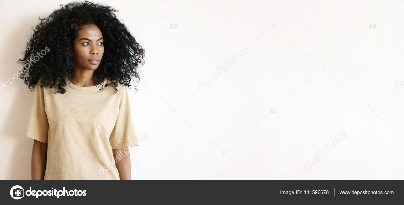 African Dziewczyna Z Fryzura Afro Zdjęcie Stockowe Avemario
