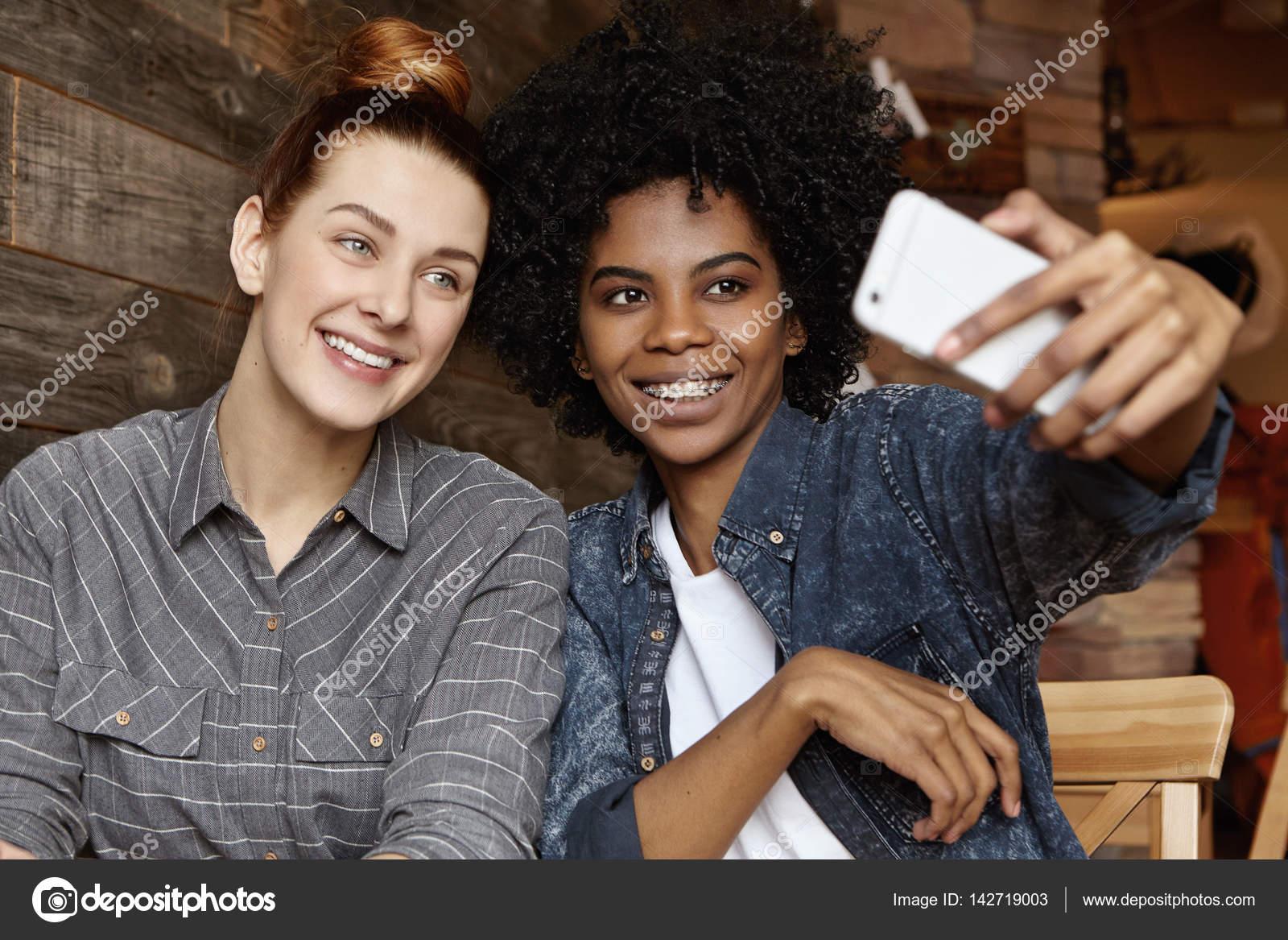 Interacial lesbiche foto