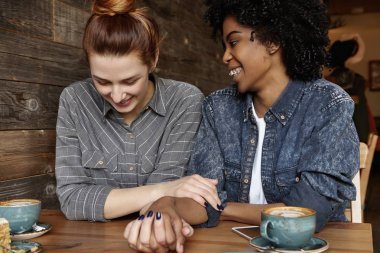 lesbian holding hands with her girlfriend