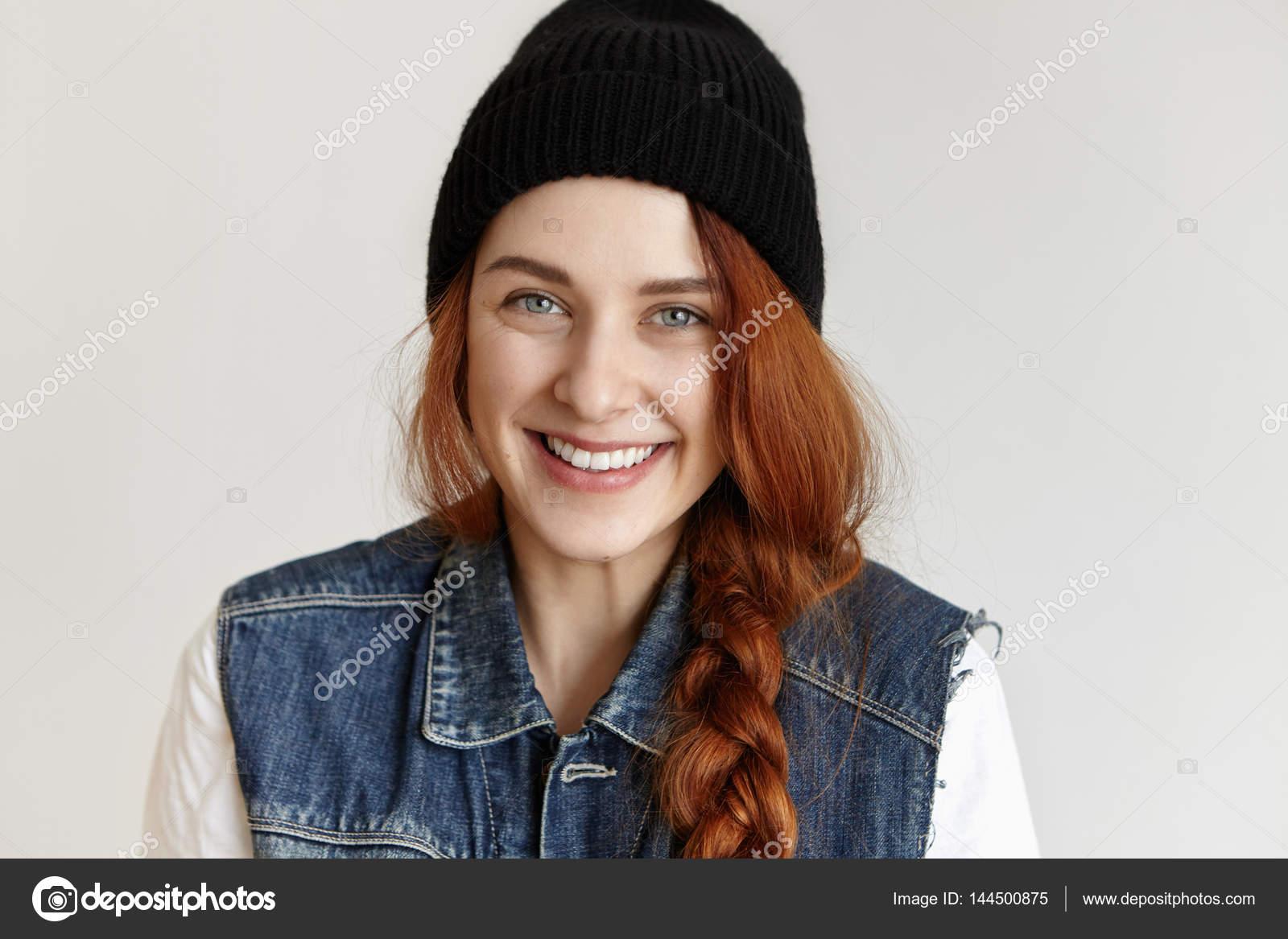 redhead female wearing hipster black hat — Stock Photo © avemario ... 146c6726251