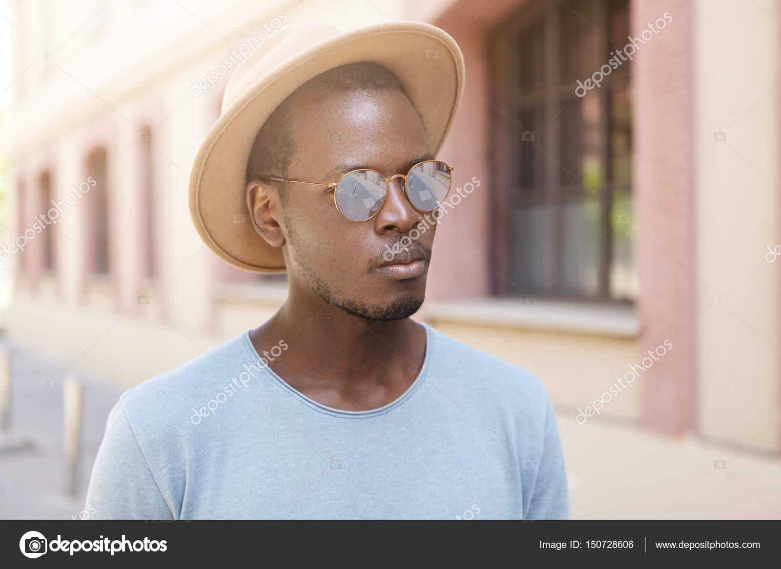 edd6ca8fa dark-skinned tourist — Stock Photo © avemario #150728606