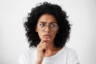 woman wearing trendy round eyeglasses