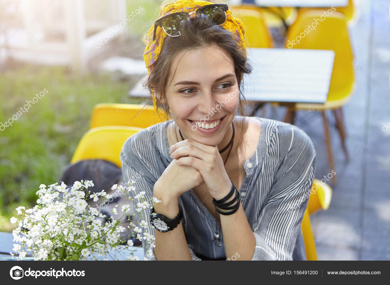 — Femme Sur La De Tête Avec Soleil Charmante Photographie Lunettes hrCtsQdx