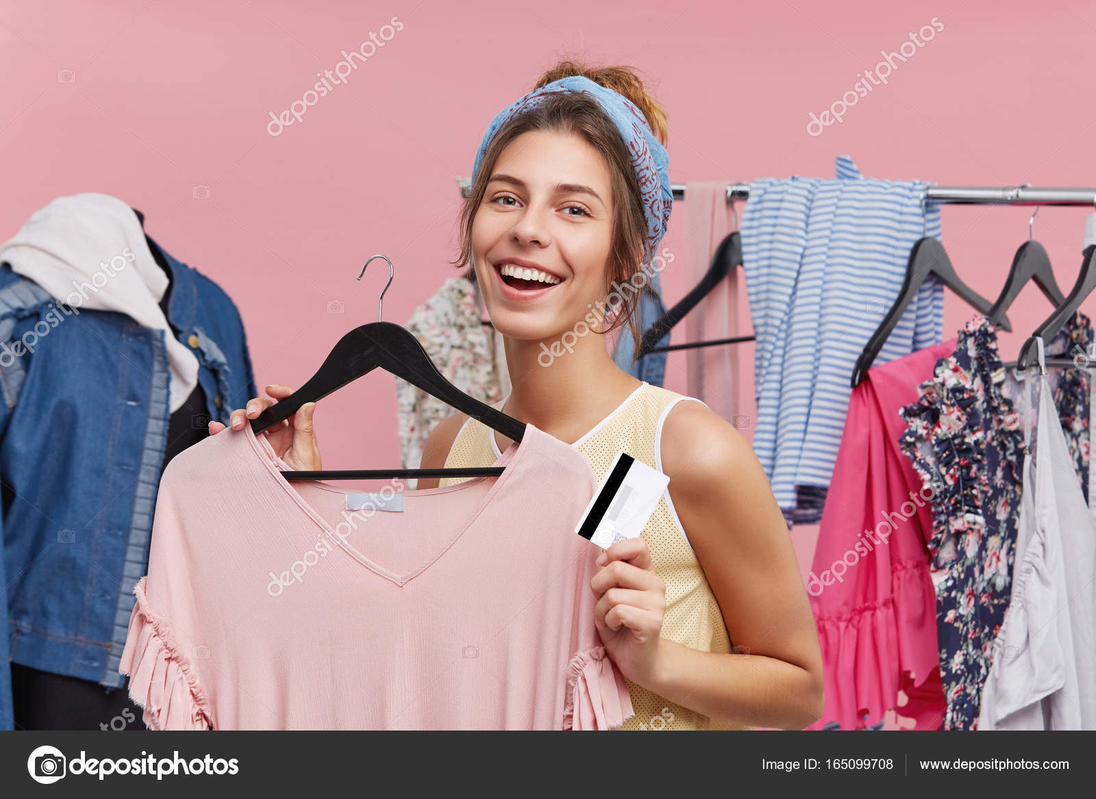 look out for best supplier amazing selection Student girl holding discount card — Stock Photo © WAYHOME ...