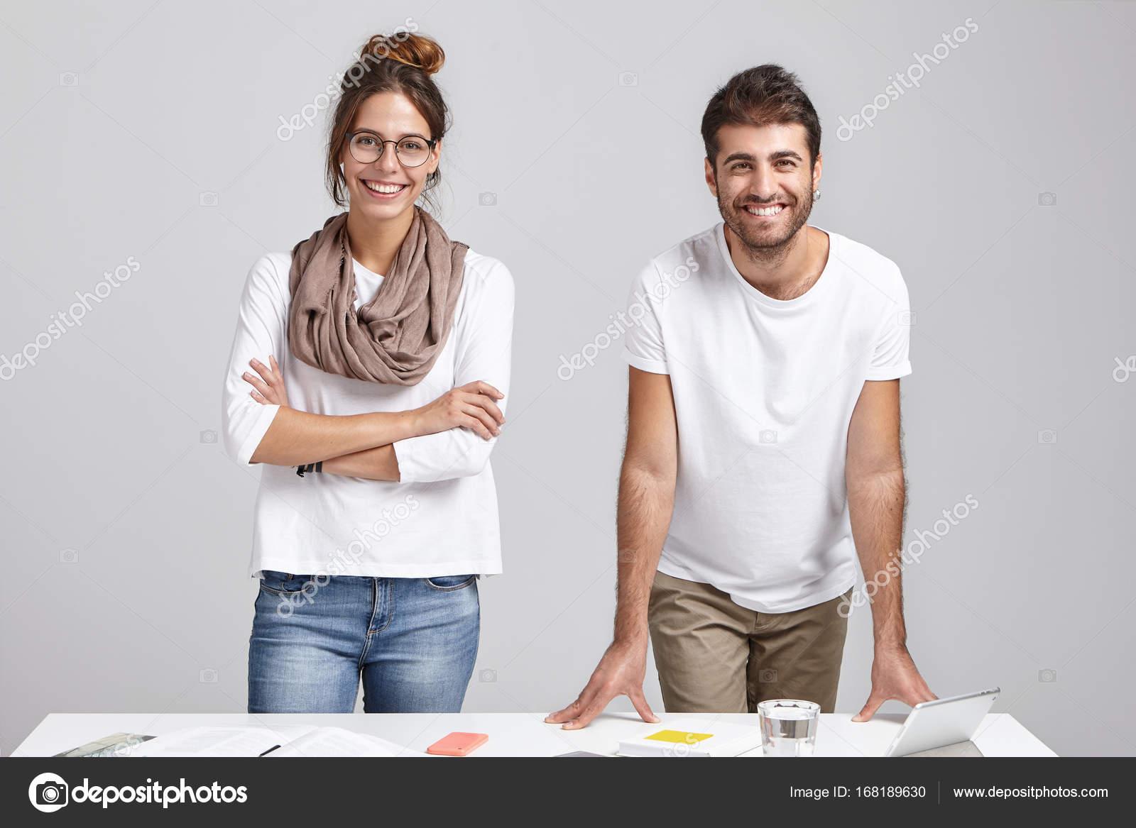 Traje informal para hombre y mujer