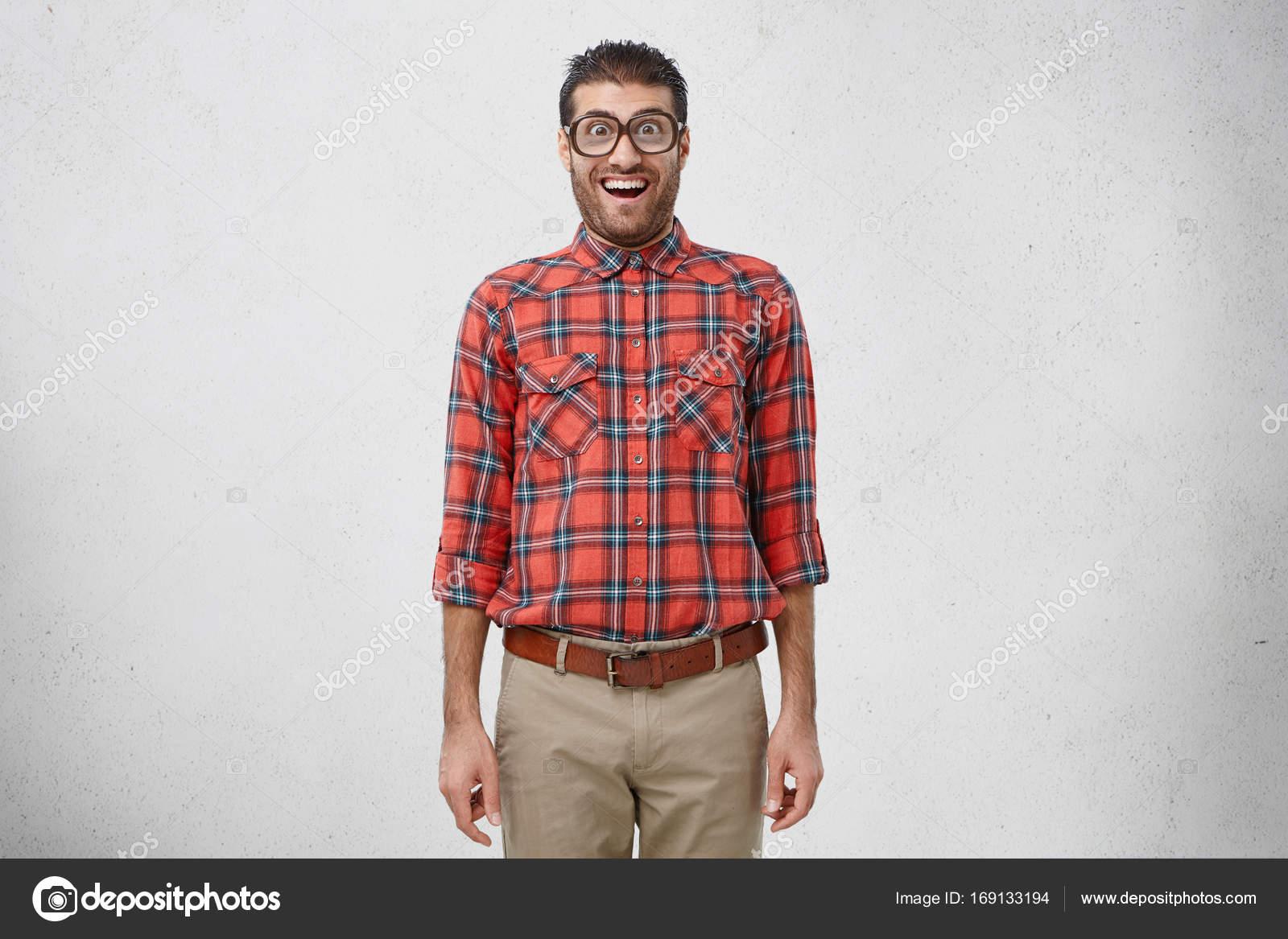96aff19ae5 αρσενικό nerd φοράει παλιάς μόδας γυαλιά — Φωτογραφία Αρχείου ...