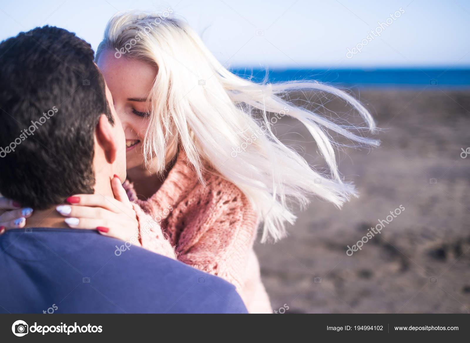 Горячие поцелуи девушек картинки