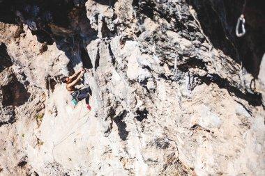 """Картина, постер, плакат, фотообои """"женщина взбирается на скалу ."""", артикул 188957502"""