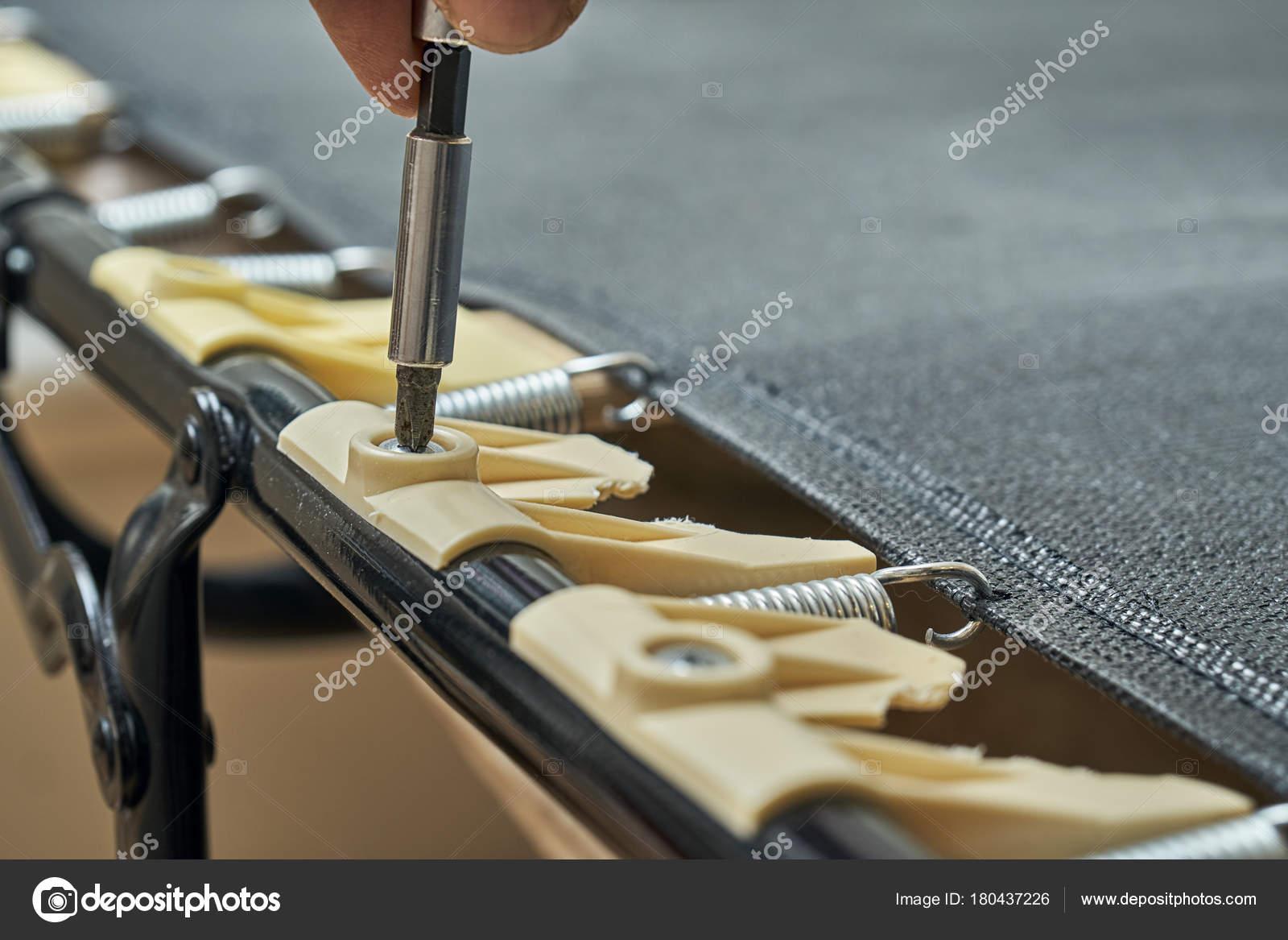 Mecanicien Devissage Titulaires Lamelle De Lit En Plastique Cassee