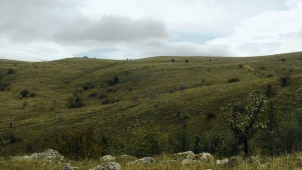 Skupina cyklistů do kopce v Nassfeldu