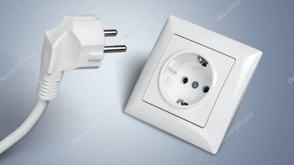 weißen elektrische Stecker in die Steckdose — Stockfoto ...