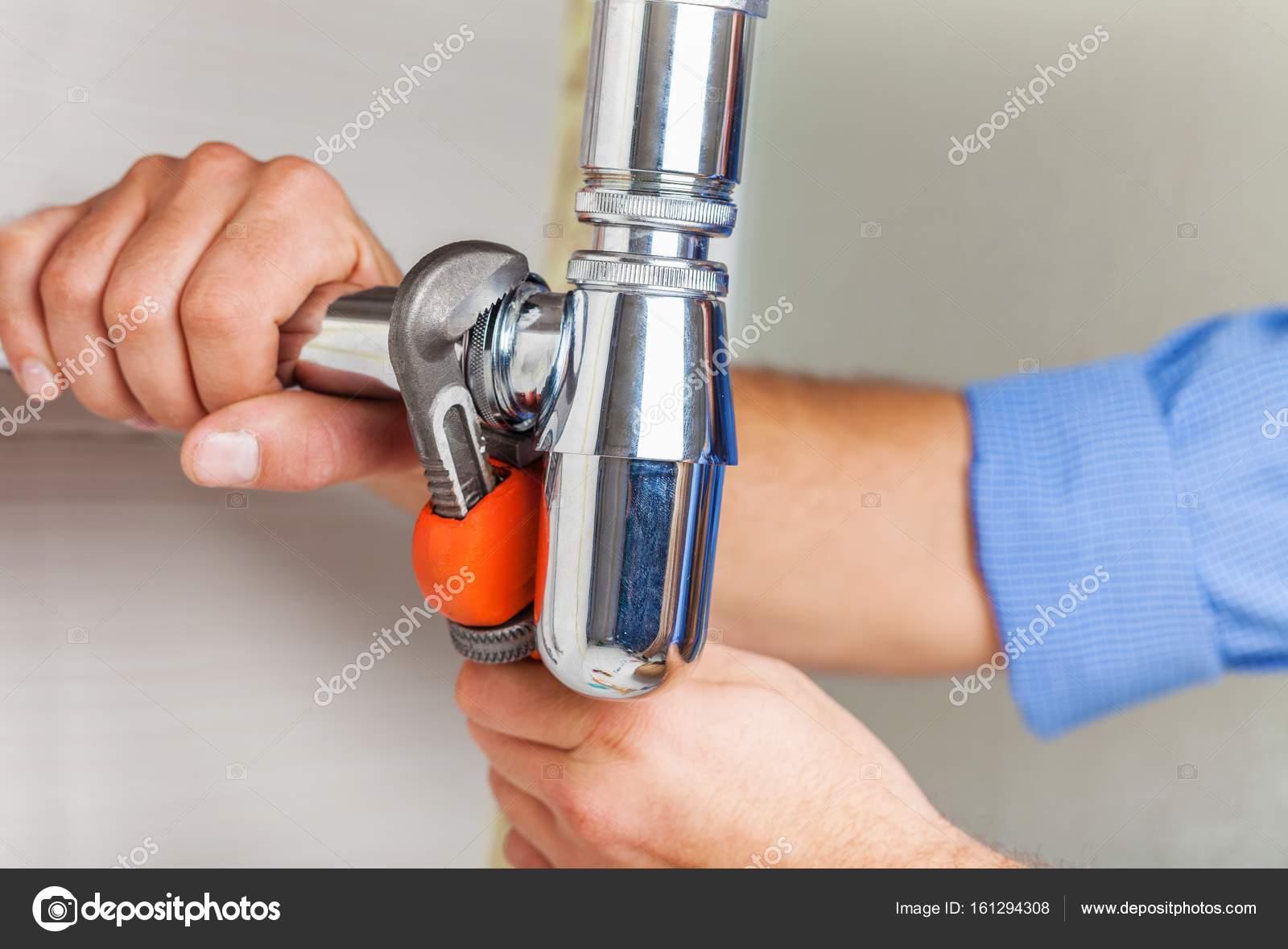 Plumber hands fixing water tap — Stock Photo © billiondigital #161294308