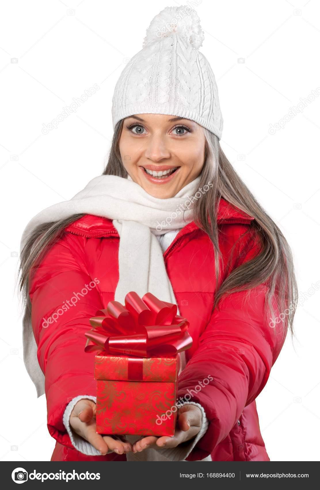 schöne Frau mit Weihnachtsgeschenk — Stockfoto © billiondigital ...