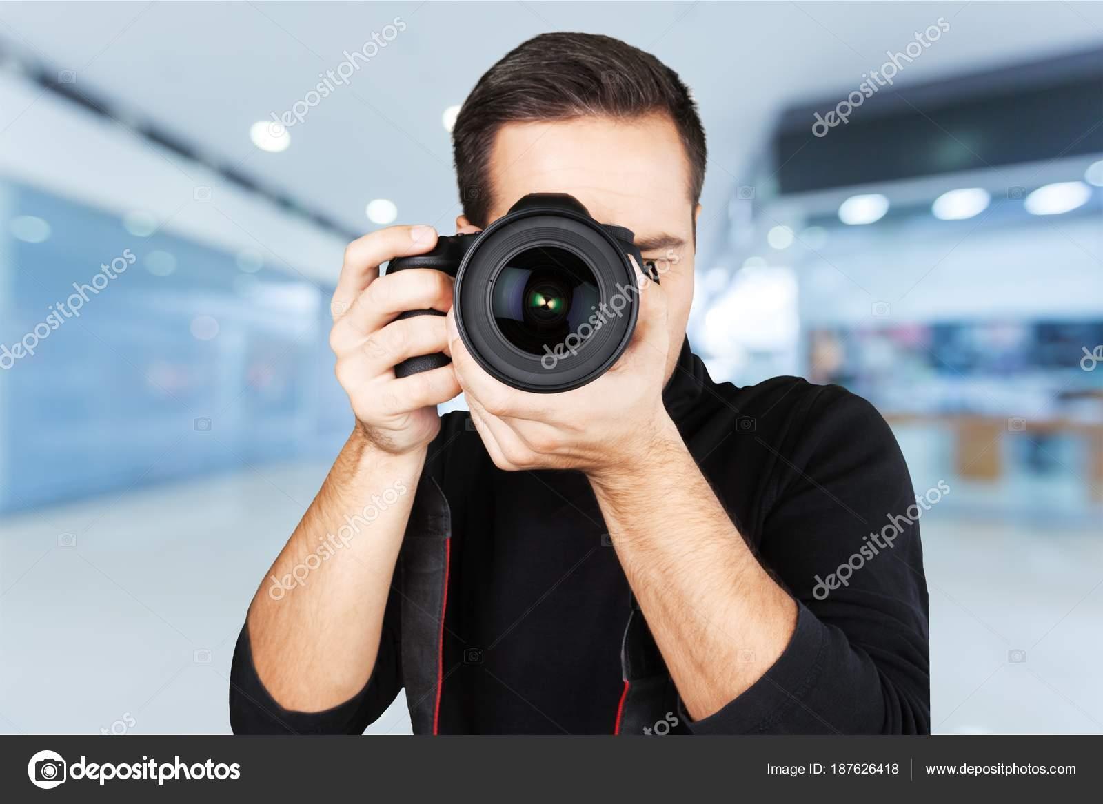 Hübscher Mann mit Kamera — Stockfoto © billiondigital #187626418