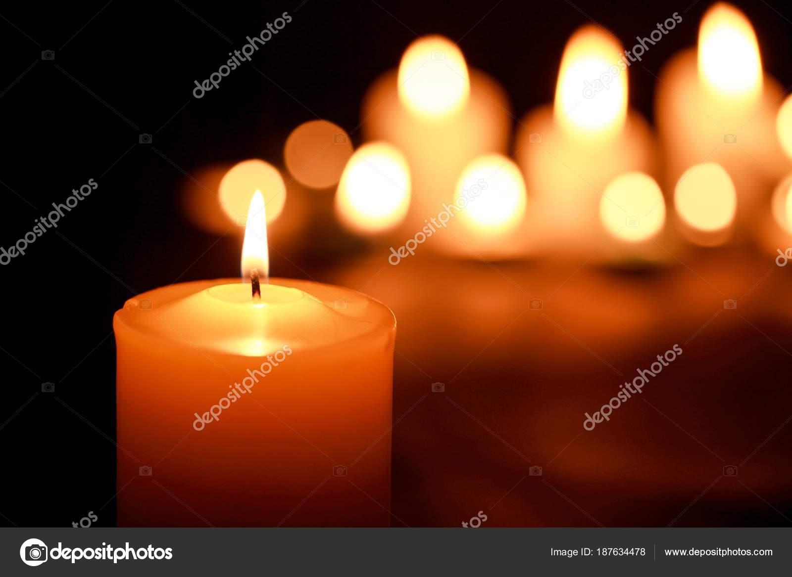 6af45c86e42 Χριστουγεννιάτικα κεριά που καίει τη νύχτα — Φωτογραφία Αρχείου ...
