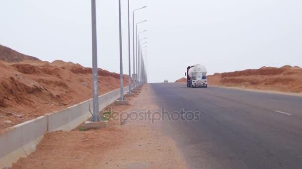 cesta na poušti