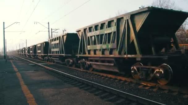 nákladní vlak, cestování na železnici