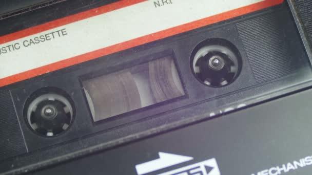 Vintage Audio pásku s bílou Blank Label je otočí